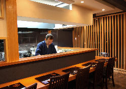 料理人との距離が近い カウンター席は1階に。