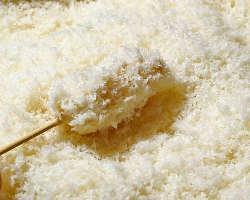 長年の研究から生み出した秘伝の練り粉と生パン粉を使用。