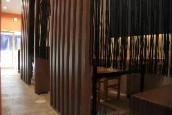 個室風のテーブル席~4名様は、接待などに最適です。