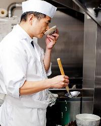 旨い出汁をベースに創作料理、神戸牛や旬の鮮魚もどうぞ