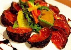 トマト活やコロッケ、オムレツなど、一品料理も多数ご用意。