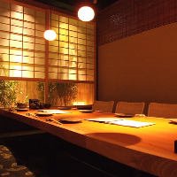 落ち着いた照明がうれしい、少人数様向けの個室も大人気!