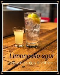 ど炭酸で飲むレモンサワー。たくさんの種類あります