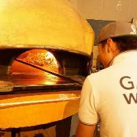 職人が焼き上げる本格釜焼きピッツァを!