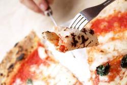 約450度の薪窯で焼き上げた自慢のピッツァは絶品です!