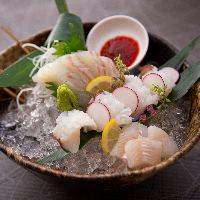 《新鮮魚介》 明石浦より毎日仕入れ!活きの良いものばかりです