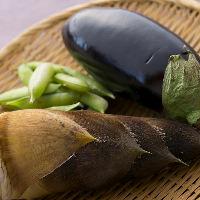 地元奈良の採れたて野菜などを中心に使用しております