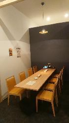 落ち着いた雰囲気の半個室席は家族でのお食事や接待にも最適。