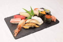 鮮魚を使った絶品握りずし。鮮魚に合う焼酎・日本酒も豊富です!