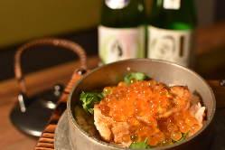 <鮭とイクラのどっさり釜めし>出汁茶漬けも出来ますよ。