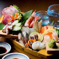 旬の鮮魚を味わえる豪華「舟盛」は必食!