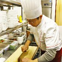 〈熟練の職人技〉 中国四川省から招いた経験豊富なシェフが在籍