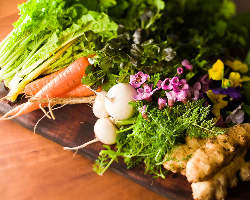 シェフ・東の故郷「岡山」から選り抜きの野菜が届けられます