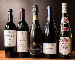 実直な醸造家たちの手が掛けられた逸品を、常時約60種程ご用意