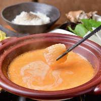 濃厚なウニスープにフカヒレをくぐらせ食べる至福のしゃぶしゃぶ