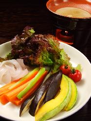 有機野菜でバーニャカウダ
