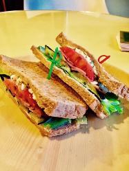 種類豊富なサンドイッチメニュー!パンの種類選べます♪