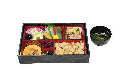 精進弁当は「牛若」「瑠璃」「弁慶」の3種類をご用意。