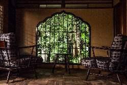各部屋から眺める自慢の庭園。夜はライトアップされ更に贅沢に。
