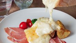 花畑牧場こだわりのチーズを使用した絶品の「ラクレット」