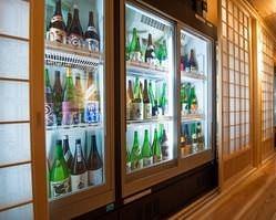 500種以上の日本酒が並ぶ圧巻の セラー!日本酒専門の品揃え