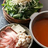 〈名物 草鍋〉 国産豚肉と野菜がどっさり!自家製スープが絶品