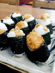 サクサクの天ぷらを使った「天むす」は、当店自慢の一品。