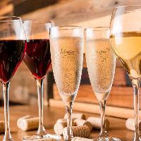 赤、白、スパークリング…均一価格が嬉しいグラスワイン