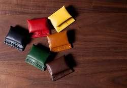 自社ブランドの「CREEZAN」は、鞄だけでなく革小物も充実☆