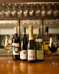 《ワイン》 グラス1杯350円(税抜)~、お試しもお気軽に