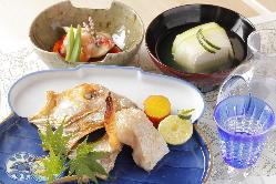 四季折々の多彩な料理を、コースにてご提供いたします。