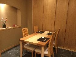 周りの目を気にする必要のない個室は接待や会食におすすめ。