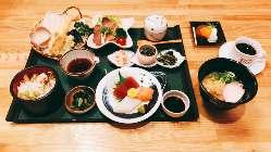 ボリュームたっぷりの「忠佳御膳」は、1,500円(税抜)です。
