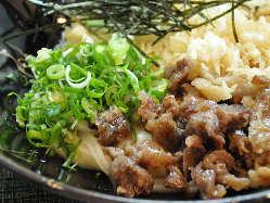 淡路牛スジを特製和風ダシで長時間煮込んでいます。