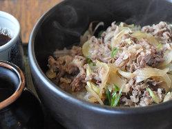 【淡路石焼き牛丼】淡路の美味しいお肉を熱々石焼き鍋でどうぞ!
