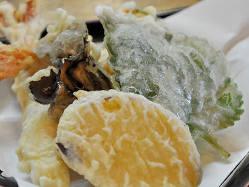 揚げたてサクサクの天ぷらを真心込めて調理しています。