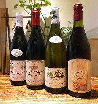厳選ワインも各種取り揃え。お料理に合わせてご紹介致します。