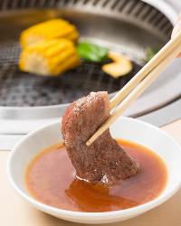 お肉の味を引き立ててくれる、さっぱりした自家製タレと一緒に♪