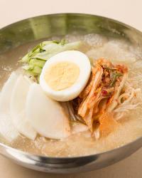 充実のサイドメニュー!特に韓国冷麺は人気の逸品!