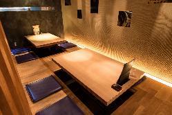 人気の掘りごたつ席は、ゆったり落ち着いた空間で宴会に最適!
