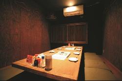 寛いでお食事をお楽しみいただける掘りごたつの個室をご用意◎