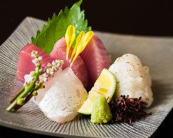 毎日仕入れる鮮魚のお造りもおすすめです。