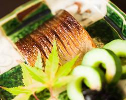 一品料理も旬のお魚で調理しております。
