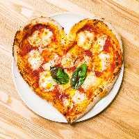 《イタリアン》 パスタやピザなどひと捻りきいた創作料理も自慢