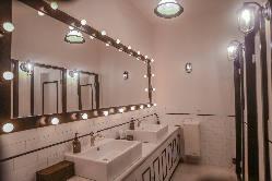 パウダールーム内のベビースペース。オムツ換えや授乳室に。