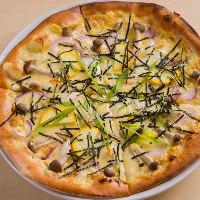 自家製味噌を使ったピザ。和×イタリアンのコラボをどうぞ。