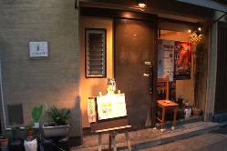なかなか予約のとれない小箱の四川料理専門の人気店です。