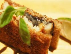 デンマークの伝統料理「スモーブロー」様々な至極の一口を楽しめます