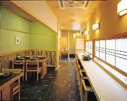 和の趣漂う店内空間は、ゆったりと落ち着いた雰囲気です。