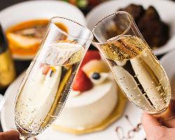 特別な日はスパークリングワインとケーキでお祝い◎
